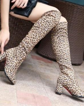 Женские ботфорты на каблуке Леопардовые