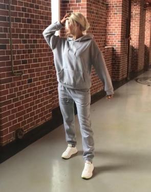 """Утепленный женский спортивный костюм с капюшоном """"Text""""  / Серый"""