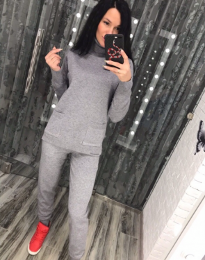 Женский кашемировый костюм с высоким горлом и карманами / Серый