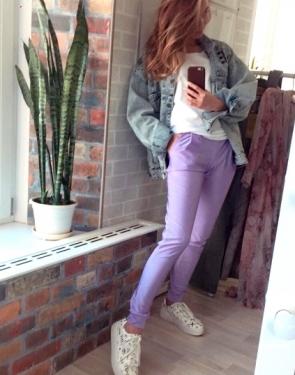Сиреневые штаны узкие с карманами