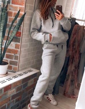 Утепленный спортивный костюм с карманами / Серый