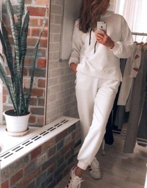 Спортивный костюм женский в стиле Oversize c капюшоном / Белый