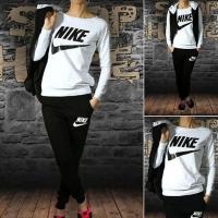 Женские спортивные костюмы Nike