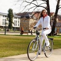 женский спортивный костюм для велосипедных прогулок